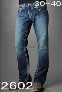 Men&acutes ha marcato a caldo i jeans
