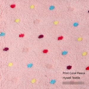 Puntos de color rosa coral para una manta de lana
