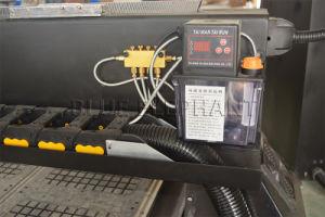 販売のための空気システムマルチスピンドルCNCのルーター機械1325木製の切り分けるルーター