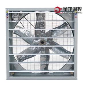 Ventilatore di scarico del maglio a caduta libera nella serra dell'azienda avicola