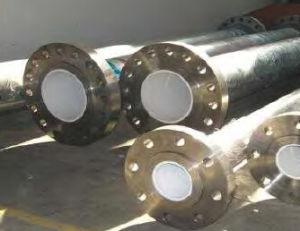 陶磁器の並べられた管