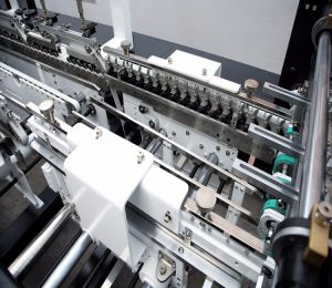 Автоматической коробки упаковочные машины цены (GK-650GS)