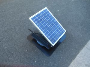Солнечная панель на базе чердак чердак солнечной энергии вентилятора вентилятор