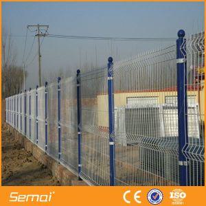屋外PVCは溶接された曲げられた塀のパネルに塗った