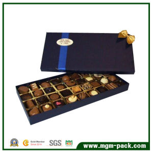 Rectángulo de exquisito chocolate de verificación de papel azul para regalo