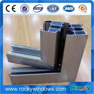 La superficie de aluminio anodizado color plata champaña o perfiles de aluminio