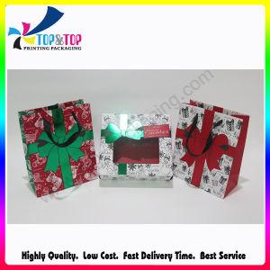 クリスマスのギフトの荷箱の紙袋