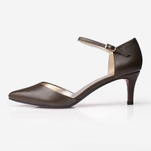 Les femmes Stiletto sandales marron avec mot boucle de ceinture