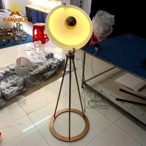 Le luxe Design spécial Bureau de la qualité décorative couleur or Round LED Lampadaire permanent (LT-11)