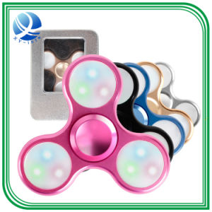 LEDは手の紡績工の落着きのなさの紡績工のToptriangle指の回転上の多彩な復元指の先端の上のおもちゃをつける
