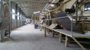 A linha de produção de MDF da placa de madeira