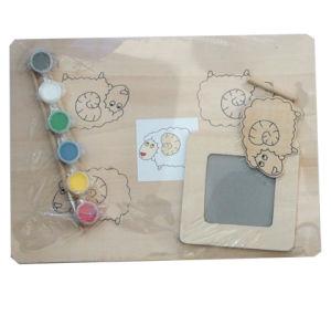 Desenho policromático de brinquedos de madeira e de brinquedos com giz e titular Reaser