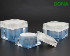正方形の形のクリームのアクリルの瓶