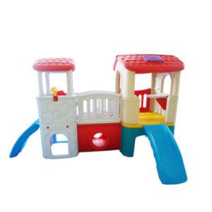 La estructura de juego compuesto de plástico con tobogán para niños
