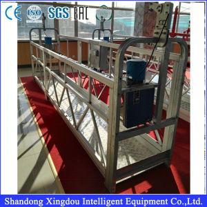 La carga de camiones de plataforma de limpieza de cristales de levantamiento de pesas