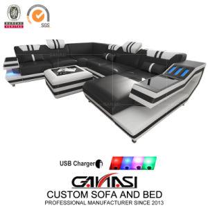 Sala un sofá de cuero italiano, mobiliario moderno con luz LED