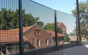 358の粉によって塗られる反上昇の高い安全性の鋼線の網の刑務所の塀のパネル