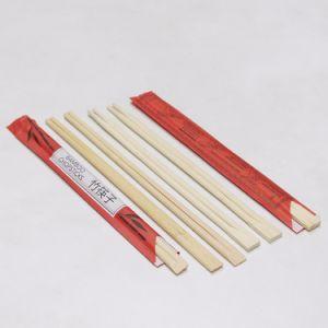 Due bacchette di bambù di colori con il coperchio