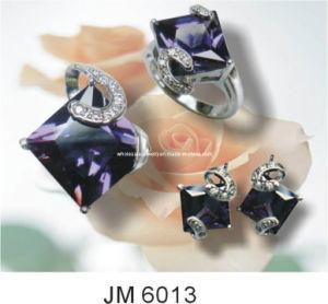 置かれる自然なサファイアの方法宝石類の付属品