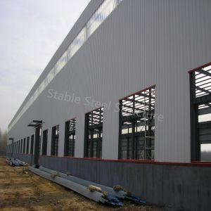 Gruppo di lavoro montato chiaro prefabbricato della struttura d'acciaio con l'ampia luce