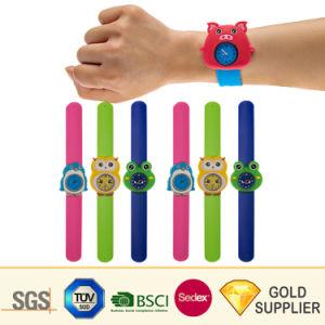 昇進のギフトのための卸し売りカスタムロゴの方法スポーツのシリコーンの非難の腕時計のプラスチックゴム製子供の成人女性のリスト・ストラップのスナップのデジタルバンド水晶防水腕時計