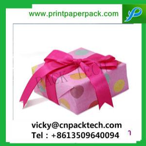 De maat Verpakkende Doos van het Suikergoed van de Gift van de Doos van de Cake van het Huwelijk van de Dozen van de Verpakking van de Gift van het Kledingstuk van Shinny van het Lint