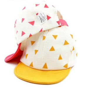 かわいい赤ん坊の帽子の綿の赤ん坊の帽子の野球帽の新生の帽子のばねのドームの薄いバイザーの男の子および女の子