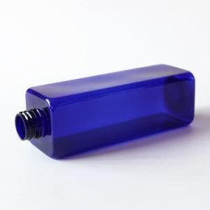 金属の帽子が付いている500gペット瓶の青い瓶
