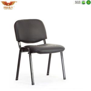 金属フレームの会合の椅子をスタックするオフィス
