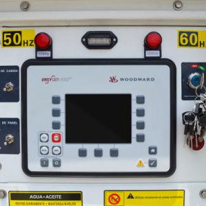 100kVA Woodwardのコントロール・パネルが付いている防音のディーゼル発電機セット