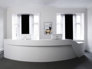 Счетчик белого цвета верхней части прямой форме со стойкой регистрации конторской мебели