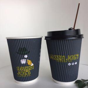 Isolée 12oz chaude tasse de café retors papier avec couvercle