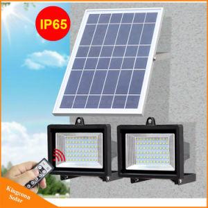 屋外の芝生の機密保護の掲示板の照明のための二重ヘッド太陽エネルギーLEDの洪水ライト