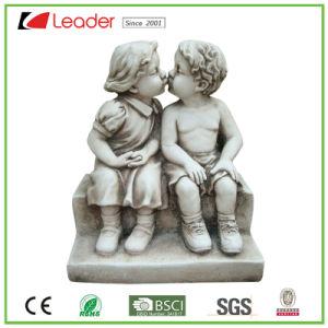 Het elegante Standbeeld van de Tuin van het Boek van de Lezing van de Jongen en van het Meisje van de Engel van Polyresin van de Best-seller voor  Openlucht Decoratie