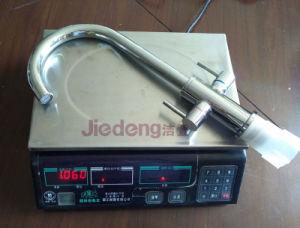 二重レバーのデッキによって取付けられる真鍮の一体鋳造の台所蛇口(YQ-R16)