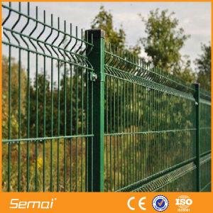 高品質の安いPVCによって塗られる溶接された金網の三角形の塀