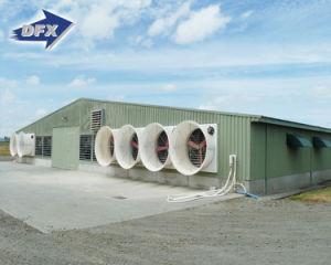 Nieuwe moderne huis in aanbouw u redactionele stockfoto