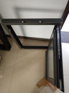 L'intérieur de la construction&Fenêtre à battant fixe