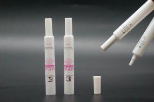 目のクリームのための長いノズルが付いている安いプラスチックホースの管