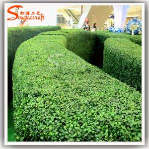 最もよい品質の新しい人工的なプラスチック緑の壁の偽造品の芝生