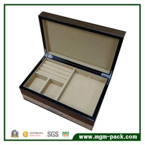 Alta casella di memoria di legno lucida dei monili con il cassetto