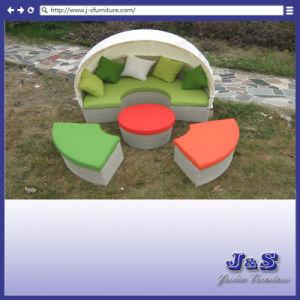 庭のプールのテラスの家具、おおいの藤の椅子の家具(J273)が付いている屋外の柳細工の日曜日のベッドのラウンジ