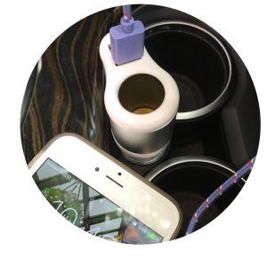 Caricatore doppio dell'automobile del USB con lo zoccolo dell'accenditore della sigaretta