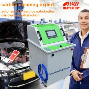 기계를 정리하는 자동차 관리 엔진 부품