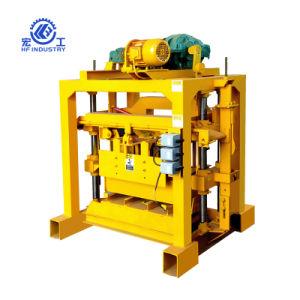 Blocchetto del lastricatore che rende macchina/blocco vuoto concreto che fa macchina