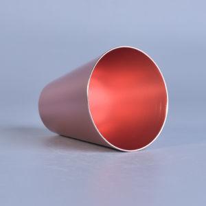 Les mini supports de bougie votifs colorés de cône en métal ont placé