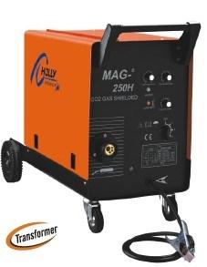 溶接機(MAG-250H)を保護する二酸化炭素のガス