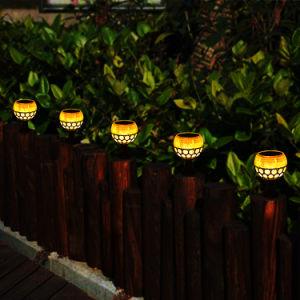 太陽動力を与えられたLEDの屋外の庭ライト