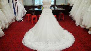 Modernes Luxuxhochzeits-Kleid mit Applique 3D blüht Brautkleid