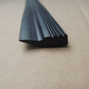 De plastic Plastic Stroken van pvc van de Vorm van de Pijl van de Uitdrijving Zwarte met Groef